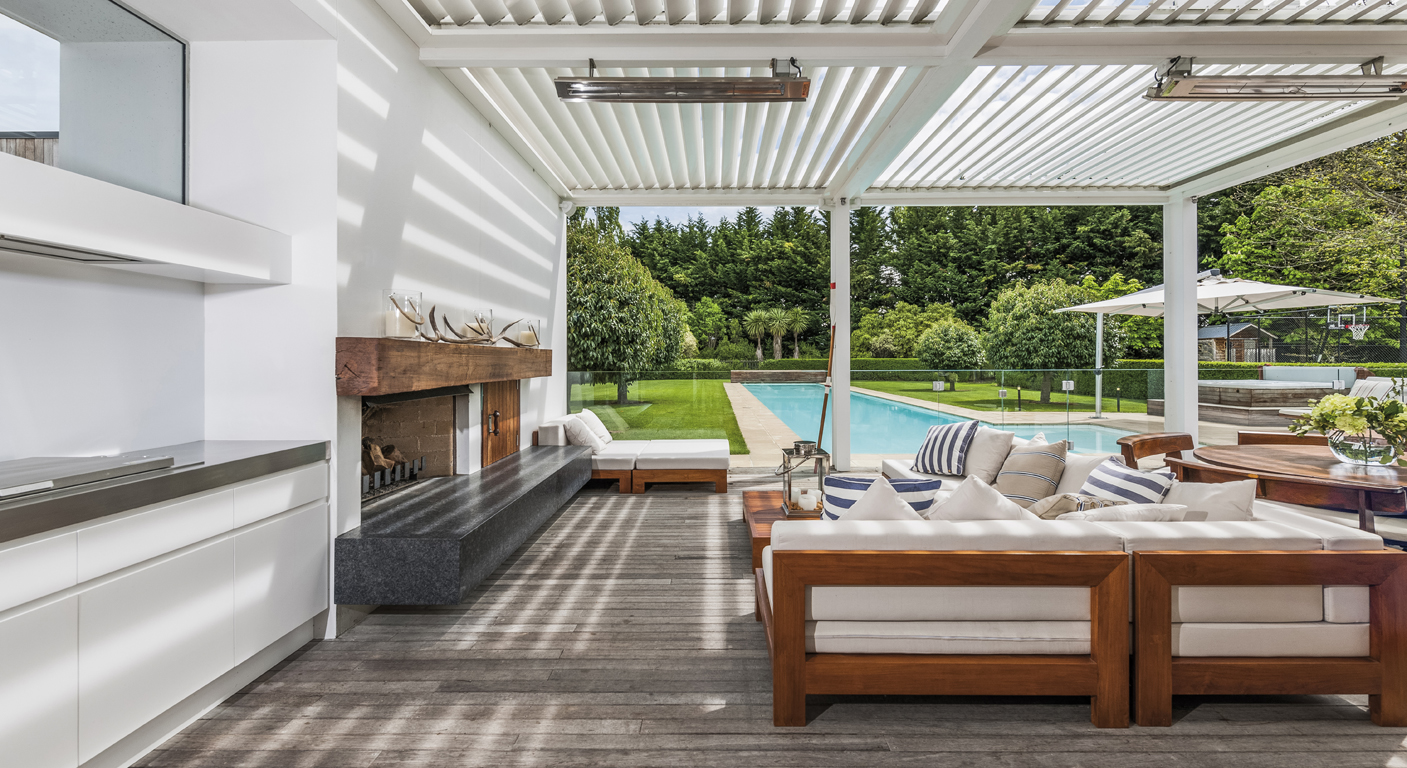 SEAMLESS INDOOR OUTDOOR LIVING // BRACKENRIDGE