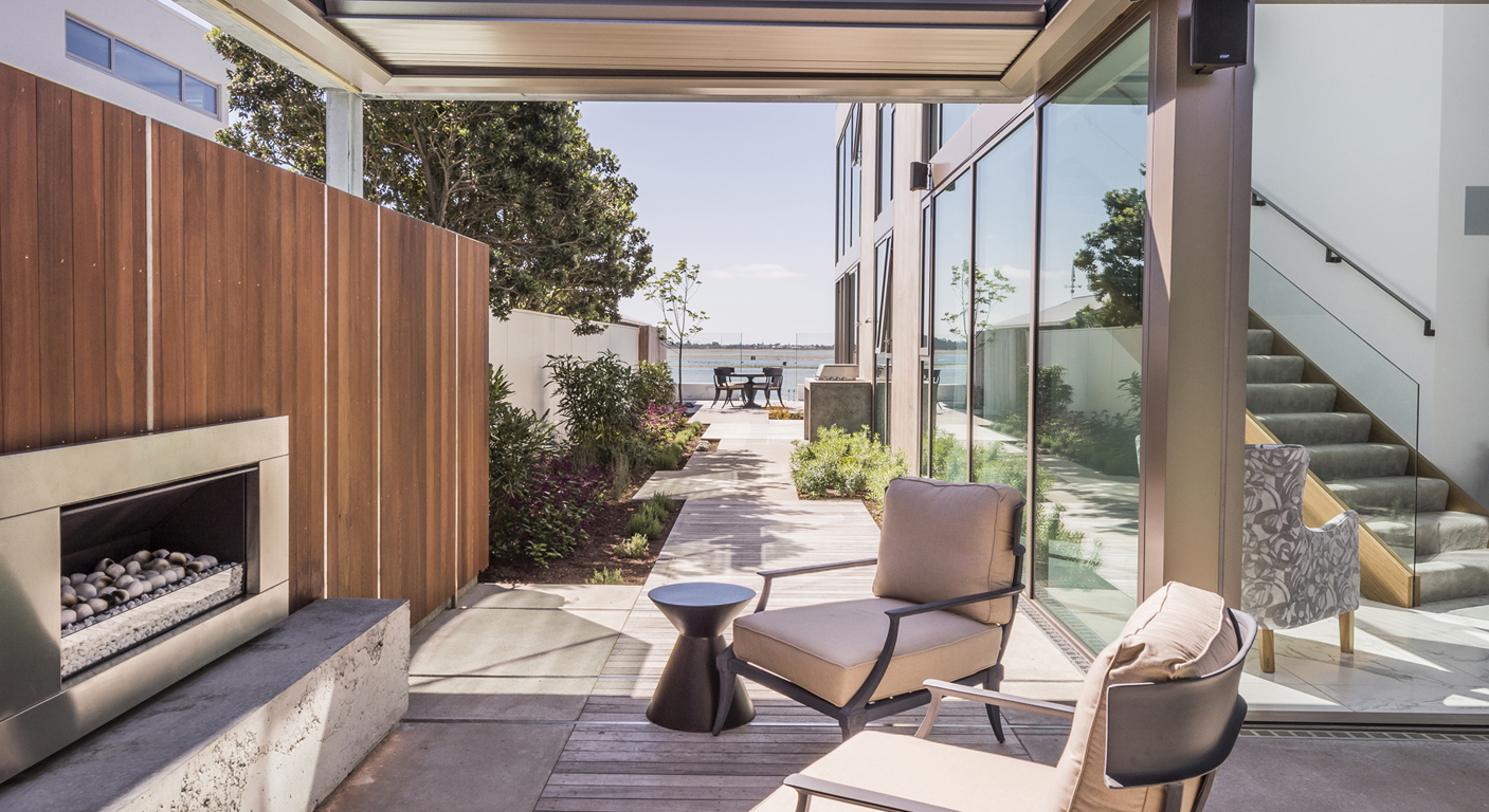 SIMPLICITY BY THE WATER // PRIER RESIDENCE